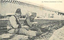 C-18 : 1205 : MARSEILLE. PECHEURS RACCOMODANT DES FILETS DE PECHE. EDITION GUENDE. - Petits Métiers
