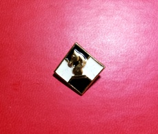 Pin Smaltato Vintage A Scacchi -P574 - Badges