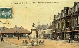 76  FORGES-LES-EAUX - Place Brevière Et Halle Au Beurre - Belle Carte Toilée Couleur - Forges Les Eaux