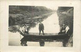 C-18 : 1283 : CARTE-PHOTO. BARQUE SUR LE CANAL - Barche