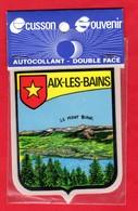 -- AIX LES BAINS ( Haute Savoie) - ECUSSON SOUVENIR - AUTOCOLLANT - DOUBLE FACE -- - Adesivi
