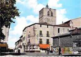 34 - MEZE : L'Eglise ( Commerce Droguerie En 1er Plan ) - CPSM Dentelée Grand Format - Hérault - Mèze