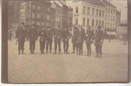 Militaires Et Gendarmes Sur Une Place - à Situer - Photo Début 20e S. - Format 6 X 9 Cm - Places