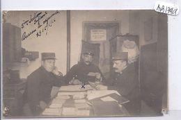 CARTE-PHOTO- 5 EME SECTIO N-INFIRMIERS- BUREAU DU VAGUEMESTRE-- PANNEAU  TAISEZ VOUS LES OREILLES ENNEMIES VOUS ECOUTENT - War 1914-18
