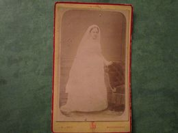 Souvenir D'Adolphine En Communiante Photographiée Par J.M. LOPEZ, 40 Rue Condorcet à PARIS - Old (before 1900)