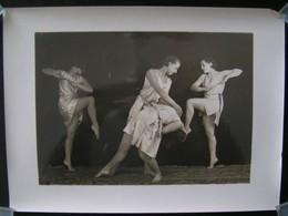 PHOTO ANCIENNE NOIR ET BLANC - GROUPE DE DANSEUSES CLASSIQUE EN MOUVEMENT - Années 30/40 - Personnes Anonymes
