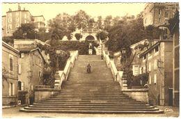 France - Gers - Auch - L'Escalier Monumental De 373 Marches Et Monument D'Artagnan - Combier Macon - Dentelée - 4671 - Auch