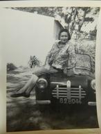 FRANCE +THARON PLAGE??:PHOTO 9X13 D'UN DAME DANS UNE AUTO A PEDALES EN 1962 - Photos