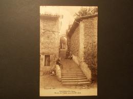 Carte Postale - ROUSSILLON (38) - Montée De L'Eglise - Porte Du XIème Siècle (2053) - Roussillon