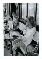 Paris : Brasserie Lipp 1969 Par Cartier Bresson - Altri Fotografi