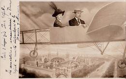 PHOTOMONTAGE : SURRÉALISME - AÉROPLANE Sur PARIS : MAGIC CITY / FLIGHT - FACTICE / DUMMY - PHOTO FORAINE - 1913 (ab485) - Fancy Cards