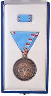 ~2000. 'Az Árvízvédelmi Tevékenység Elismerésére' Ezüstözött Br Kitüntetés Mellszalagon, Szalagsávval, Eredeti Tokban T: - Unclassified