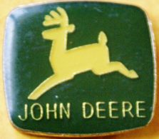 AA..304 ).....TRACTEUR/ MACHINE AGRICOLE / .............EMBLEME   JOHN  DEERE - Badges