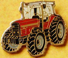 AA..307 ).....TRACTEUR/ MACHINE AGRICOLE / .............MASSEY  FERGUSSON..30 - Badges