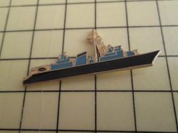 Pin812g Pin's Pins / Rare Et De Belle Qualité !!! BATEAUX : PETIT NAVIRE MILITAIRE - Boats
