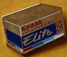 AA..319 )...............KODAK............ELITE - Badges