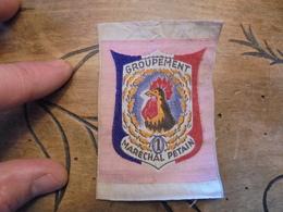 Ecusson Brodé D'uniforme Chantiers  Jeunesse 1939.1945 GROUPEMENT MARECHAL PETAIN N°1  Au Coq - Patches