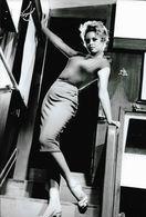 PHOTO MAXI TIRAGE NOIRE ET BLANC DE FORMAT 20CM/30CM  : BRIGITTE BARDOT DANS LES ANNEES 1960 PIN UP SEXY ET EROTIC - Famous People