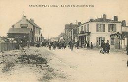 85 : Croix De Vie : La Gare à La Descente Du Train - Sables D'Olonne