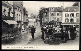 CPA ANCIENNE FRANCE- DINARD (35)- LA PLACE UN JOUR DE MARCHÉ- TRES GROS PLAN- BELLE ANIMATION- ATTELAGE- CAFÉS- CYCLES- - Dinard