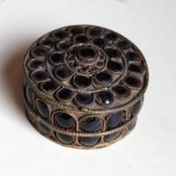 Petite Boîte Ronde Metal Et Pierre Artisanat Népalais - Meubelen