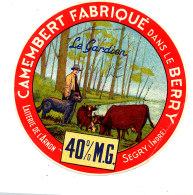 R 84/ ETIQUETTE DE FROMAGE   CAMEMBERT   FAB. DANS LE BERRY  LAITERIE DE L'ARNON SEGRY (INDRE) - Käse
