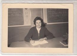 Photo D'une Dame  Dans Une Ecole? - Escuelas