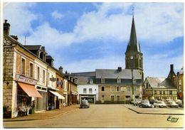 76 YERVILLE ++ La Place Général Leclerc Et L'Eglise ++ - Yerville