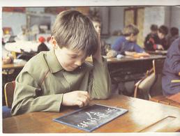 Un Enfant En Classe - Schools