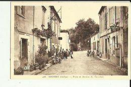 Escosse  09    La Poste Et Avenue Du Terrefort Tres Tres Animée Et Cafe - Autres Communes