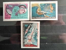 VIETNAM DU NORD 1962 Y&T N° 303 à 305 NON DENTELES ** - PREMIER VOL SPATIAL GROUPE - Vietnam