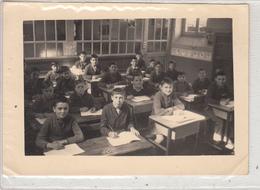 Groupe D'Enfants (Garçons) En Classe - Photo - Escuelas