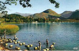 65. CPSM. Hautes Pyrénées. Lourdes. Le Lac (animée, Baignade) - Lourdes