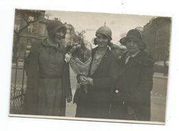 Ancienne PHOTO 13 X 9 Cm Années 1930 .. TROIS FEMMES ELEGANTES, Bouquet De Fleurs - Pin-up