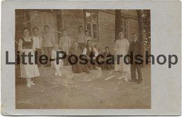 Foto AK Personengruppe Vor Haus Stempel Kowahlen Kr. Oletzko 1920 Germania Briefmarken Ostpreussen - Guerre 1914-18
