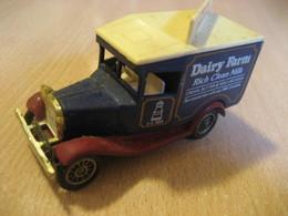 Van Truck DAIRY FARM Milk Aprox. 7,5x3 Cm LLEDO Promotional Model Vintage Miniature Auto Slight Damaged - Jouets Anciens