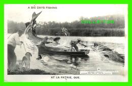 LA PATRIE, QUÉBEC - A BIG DAYS FISHING - CANADIAN POST CARD CO LIMITED No 8, 1997 - - Quebec