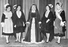Annick Burban - Duchesse De Bretons De Paris 1963 Et Ses Demoiselles D'honneur - Avec Dédicace - Bretagne