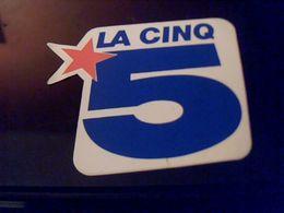 Autocollant Ancien Publicitaire Ancien Logo Chaine Tele La 5 - Stickers