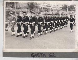 Fotografia Originale Gaeta 1962 Militari In Marcia Plotone - War, Military