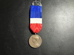 Medaille D'Honneur Du Travail - Ministere Du Travail Et De La Securité Sociale - Vermeil - 1960 - Professionals / Firms