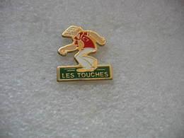 """Pin's Club De Pétanque """"Les Touches"""" - Bowls - Pétanque"""