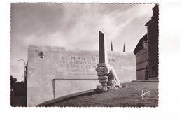 25 Chartres Monument à Jean Moulin Architecte Jean Maunoury Sculpteur Marcel Courbier CPSM GF - Chartres