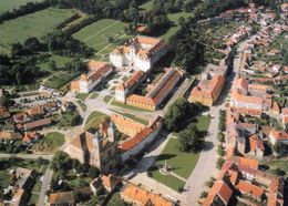 1 AK Tschechien * Blick Auf Valtice Und Das Schloss Valtice - Das Schloss Ist Seit 1996 UNESCO Weltkulturerbe - Tschechische Republik