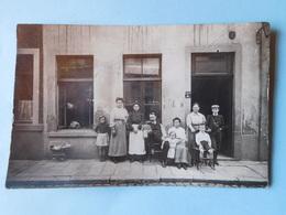 Carte Photo Famille Devant Une Maison En Belgique - Belgique