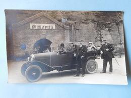Carte Photo Famille En Automobile Devant Les Caves St Martin Remich Vers 1920 / Luxembourg - Remich