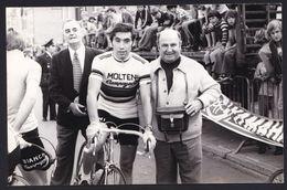 GRANDE PHOTO DE PRESSE ANNEES '70 ** EDDY MERCKX ** 18 X 11.5 - En Flandres Occidentales - Wielrennen
