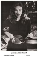 JACQUELINE BISSET - Film Star Pin Up PHOTO POSTCARD - 205-43 Swiftsure Postcard - Ohne Zuordnung