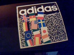Autocollant Ancien Publicite ADIDAS Theme  Drapeaux Internnational - Stickers