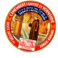 R 120 / ETIQUETTE DE FROMAGE  CAMEMBERT   ABBAYE D'AUNAY SUR ODON   SOCIETE LAITIERE DES FERMIERS NORMANDS (CALVADOS ) - Cheese